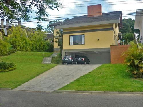 Oportunidade de adquirir uma bela casa em ótima região de Curitiba