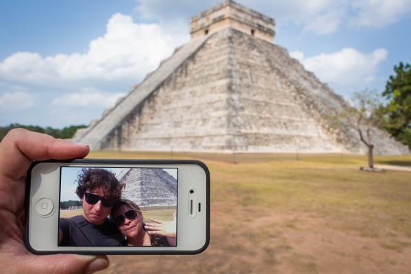 Casal curitibano registra de modo criativo viagem ao redor do mundo